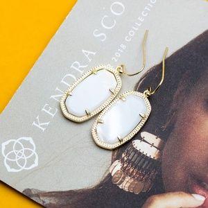 Kendra Scott Dani Gold Earrings In White Pearl